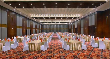 The room is excellent for business purposes as it is fully-equipped with projectors, screens, white boards and other useful equipment for business meetings, weddings, conferences, and exhibitions in Solo.