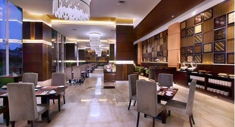 Enjoy traditional Solo, Indonesian culinary and tantalizing Chinese food or the international breakfast buffet served at Cinnamon Restaurant. Deskripsi : cinnamon restaurant