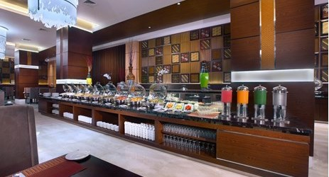 Enjoy traditional Solo, Indonesian culinary and tantalizing Chinese food or the international breakfast buffet served at Cinnamon Restaurant.