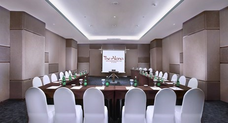 The room is excellent for business purposes as it is fully-equipped with projectors, screens, white boards and other useful equipment for business meetings in Solo.