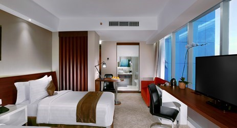 The Executive Club Room delivers a suave atmosphere you expect to come home when you are away from home