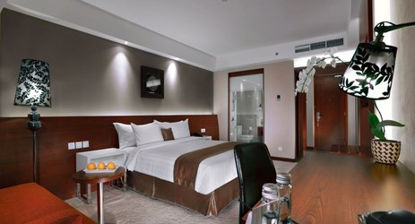 Deluxe Room features interiors with clean lines and relaxing hues. It will be perfect for you when in holiday or business trip.