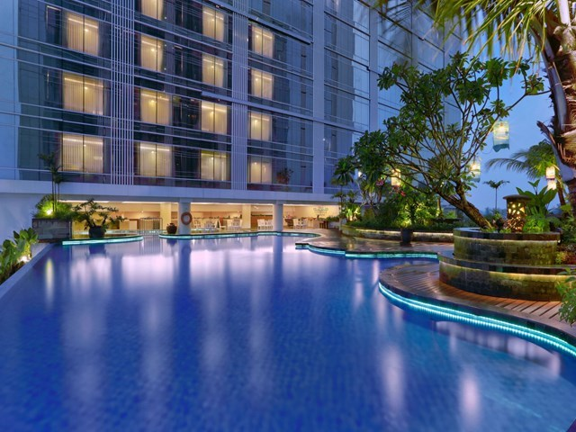 The alana yogyakarta hotel convention center facilities services for Jogja plaza hotel swimming pool