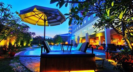 Enjoy the ultimate relaxation from Aston Cirebon's poolside