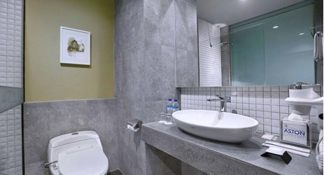 A nicely appointed bathroom in a modern stylish classy hotel in mataram lombok