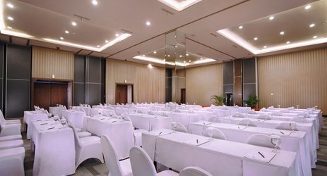 Boasting as the convention center in Jember, this spacious ballroom comfortably accommodates up to 600 people. Room can be break out into 3 rooms called sapphire 1 , sapphire 2 , sapphire 3 . Perfect for any celebratory occasions such as wedding part