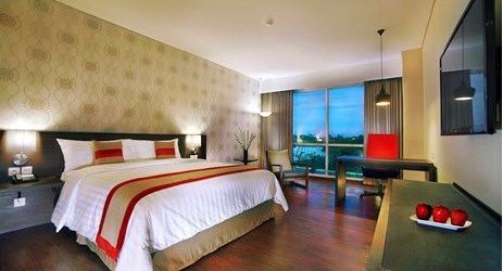 Featuring high quality amenities expected from an international standard hotel with 4-star facilities, the Deluxe Room delivers a suave atmosphere you expect to come home when you are away from home. Calm yourself in Our Pleasant Room that has stunni