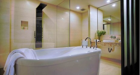 Governor suite only, have your quality time here at the clean and hygenic bathroom .