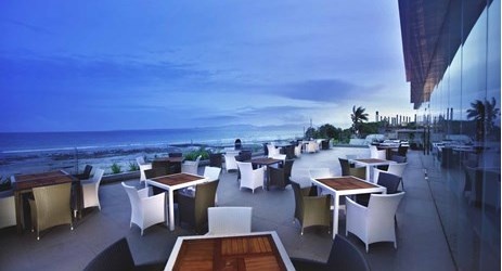 Enjoy your meals and drinks with sunset view in kupang