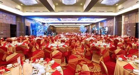 A spacious ballroom perfect for Exhibitions, Gathering and wedding occasion surrounded by mountain view in Lawu