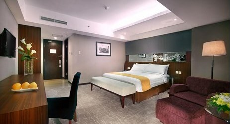Contemporary and chic complete with imaginative artwork of 35 square meter Deluxe Rooms offering pool and Mount Wilis or Lawu view ideal for family or business people come to Madiun