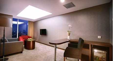 The spacious 72 sqm suites have a distinctly residential ambiance and include an inviting living room and a separate bedroom with a Oriental ambiance perfect for family and business people while staying in Madiun