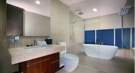 An elegant fully furnised bathroom with rain shower, porcelain bath tub and complete amenities to use while staying in the best hotels Madiun