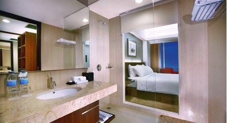 Modern bathroom with rain shower and complete amenities to use while staying in the best hotels Madiun