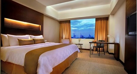A stylish and spacious room with king size bed complete with modern facilities to make your business and leisure time more enjoyable in makassar
