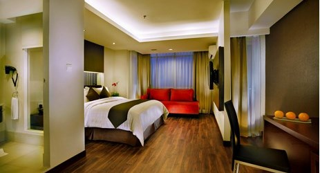 Modernly-designed room with sea view to ensure the quality sleep for guests when staying in the commercial center of North Jakarta