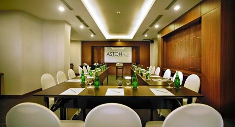 A medium-sized meeting room suitable for accommodating moderate amount of people who visit the commercial center of North Jakarta
