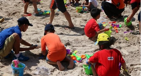Playing sand is one of many activities which could be enjoyed by children when staying in the best hotel with exclusive mountain view in Sentul area