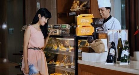 Cassia Cake Shop menawarkan pilihan cake dan kue kering homemade