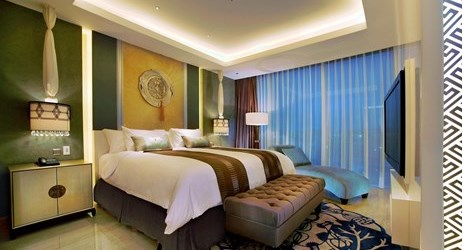 The spacious 94 sqm suites have a distinctly residential ambiance and include an inviting living room and a separate bedroom with a Oriental ambiance perfect for family and business people while staying in Yogyakarta