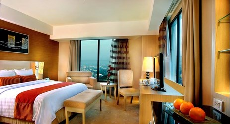 ts comfortable king or twin beds with carpeted floor, LCD TV, and free internet access allows guests to relax and stay connected at the same time.