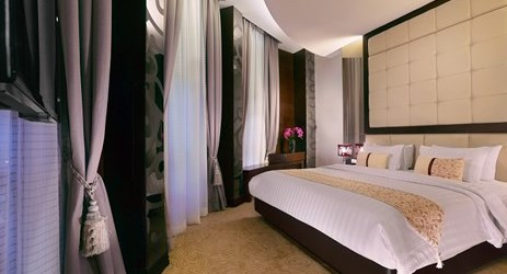 ExecutiveSuite with one living room featuring the finest interior and furniture. Find out the special benefits