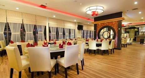 One of the best restaurants in the city, where local delicacies meet Chinese cuisine