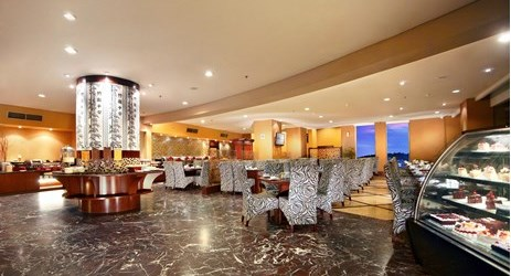 A cozy restaurant with the perfect spot to have breakfast, lunch or even dinner or drink with friends in a budget hotel to stay while have a business or holiday in Samarinda.