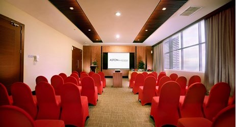 Interconnecting meeting room, making this an ideal venue for private meeting with maximum capacity.