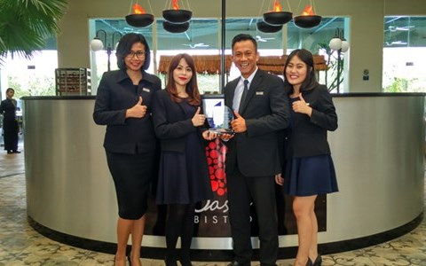 Aston Cirebon Achieved 1st Winner Social Celebrity Award