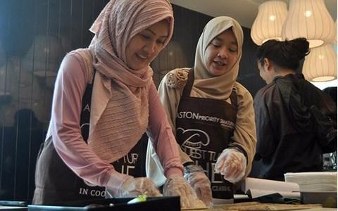Guest Turns Chef at Aston Priority Simatupang
