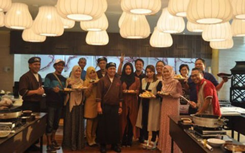 Aston Priority Simatupang Holds Free Cooking Class in Momiji Japanese Restaurant