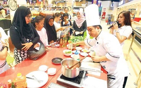 Cooking Demo Class Transmart bareng Aston Balikpapan