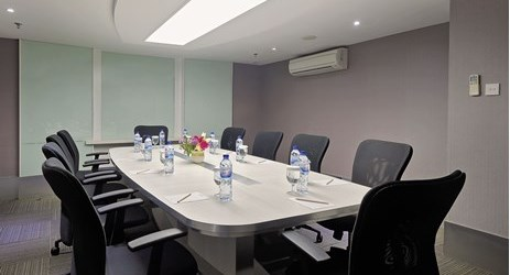 Enjoy with maximum 12 person for small meeting