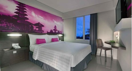 clean and comfortable Standard room with queen size bed of a budget hotel for your unforgettable holiday during stay in Seminyak Bali