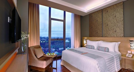 Deluxe Room is available with queen or twin beds offering more space for work or relaxing complete with amenities to fulfill your stay in Yogyakarta