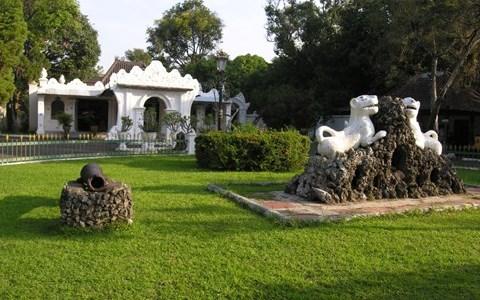 Hotel NEO Cirebon Location Attractions